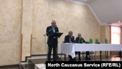 """Лидер партии """"Амцахара"""" Алхас Квициния выступает на съезде"""