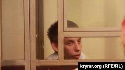 Ruslan Zeytullayev « Hizb ut-Tahrir davasınıñ» mahkemesinde, arhiv fotoresimi