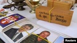 Fotografije Draže Mihailovića i haških otuženika Radovana Karadžića, Ratka Mladića se prodaju na pijaci - ilustracija