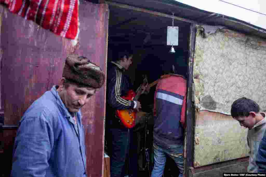 A band rehearses.