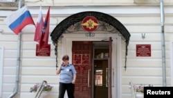 Вход в здание Федеральной миграционной службы России в Москве. Иллюстративное фото.