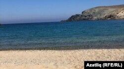 Туристлардан бушап калган пляж