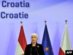 Premijerka Hrvatske u odlasku Jadranka Kosor na konferenciji za novinare povodom potpisivanja pretpristupnog ugovora, 9. prosinac 2011.