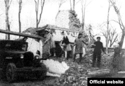 1948-nji ýylda Aşgabatda bolan ýertitremäniň netijesinde ýumrulan jaýlar.