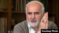 احمد توکلی خواستار محروم شدن روحانی٬ وابستگان وی٬ تمام اعضای دولت و مدیران مجموعه وزارتخانهها از مشارکت در پروژههای دولتی شد.