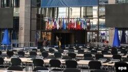 Pamje në hyrjen e Komisionit Evropian në Bruksel