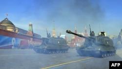 Военный парад в Москве на Красной площади. 9 мая 2013 года.