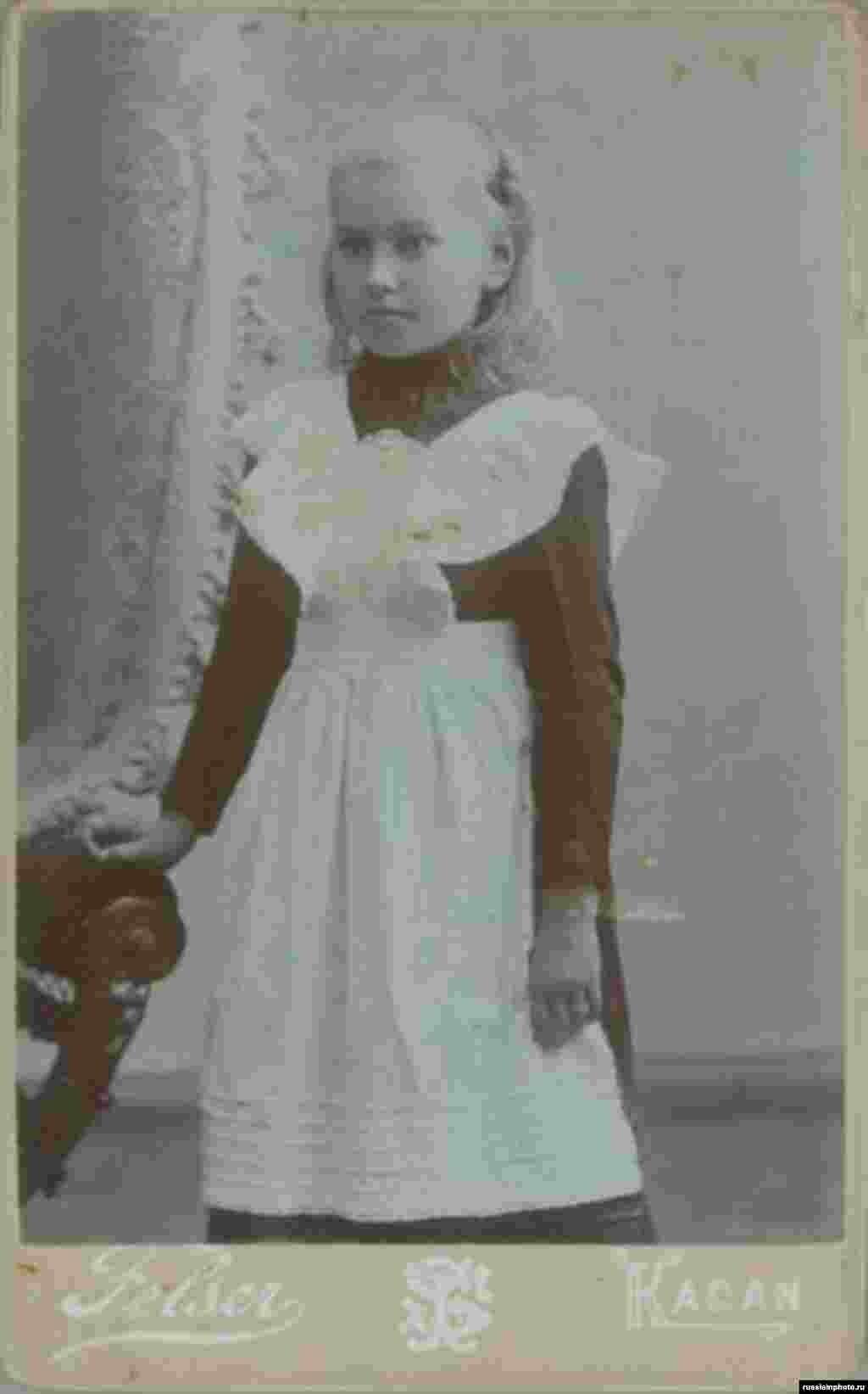 Қыз баланың портреті. Қазан қаласы, 1900 жыл.