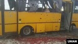 Пасажирський рейсовий автобус, який був уражений вибухом ракети