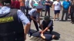 Qazaxıstanda 3 polis və 1 dinc sakin öldürülüb