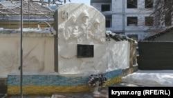 КПП картографічного центру в Одесі з пам'ятною дошкою Сергію Кокуріну
