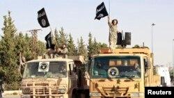 İslamçı yaraqlılar bayraqlarını yelləyir,Suriya