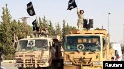 Бойовики «Ісламської держави в Іраку і Великій Сирії» на території сирійської провінції Рака, 30 червня 2014