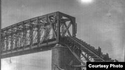 Подорванный мост через Обь