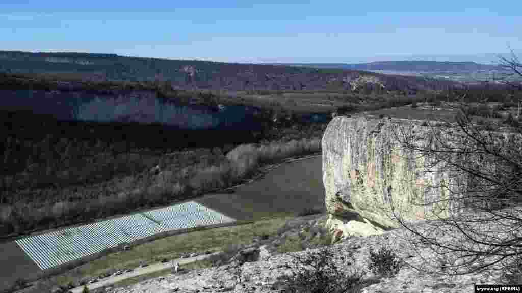 Отсюда открывается вид на долину реки Качи