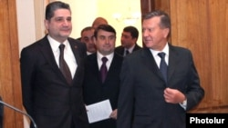 Armenia - Prime Minister Tigran Sarkisian (L) meets with Russia's Deputy Prime Minister Viktor Zubkov (R) and Transport Minister Igor Levitin (C) in Yerevan, 07Feb2012.
