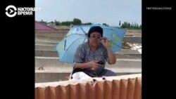 Учительница в Узбекистане ведет онлайн-уроки на крыше: там лучше интернет