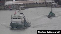 Десантні катери армії Росії прямують до Азовського моря