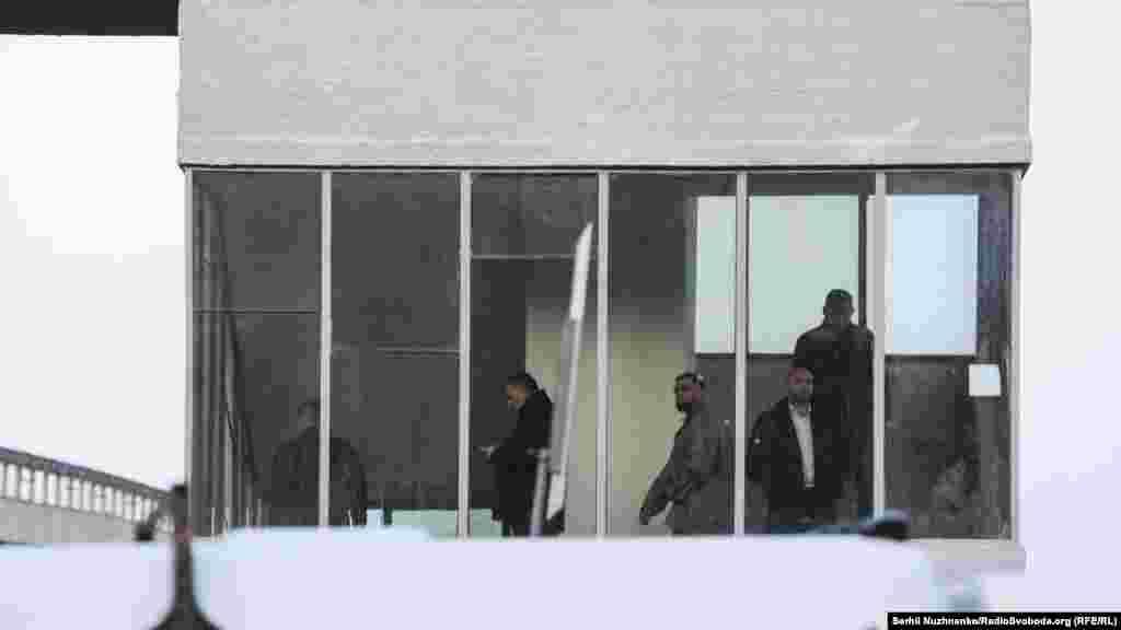 На місце подій прибув міністр внутрішніх справ Арсен Аваков, мер Києва Віталій Кличко, керівник Національної поліції столиці Андрій Крищенко