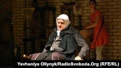 Олег Примогенов та Аліна Скорик у виставі «Буна»