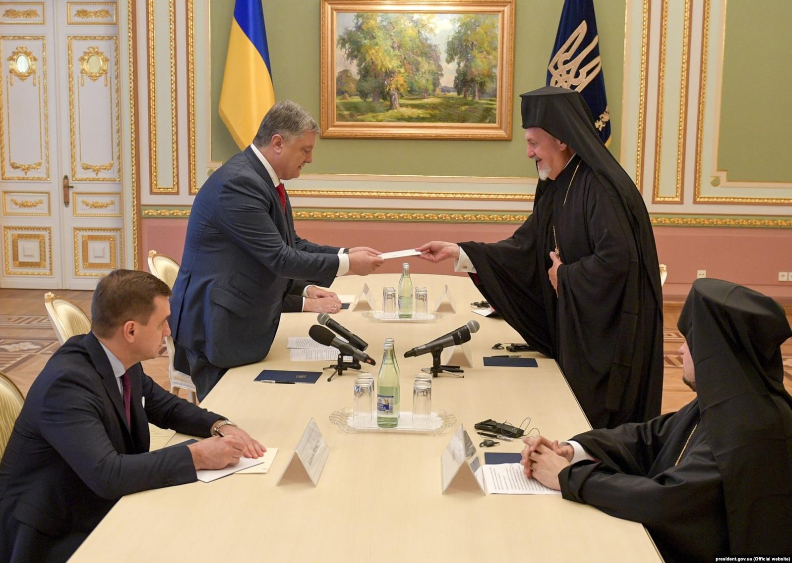 Томос для України і розбите корито патріарха РПЦ Кирила