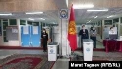 Бишкекдаги сайлов участкасининг очилиши.
