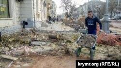 Знесення дерев при реконструкції вулиці Велика Морська