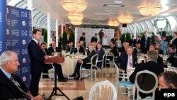 В кулуарах Петербургского форума министры и чиновники продемонстрировали на редкость отлаженную вертикаль мнений
