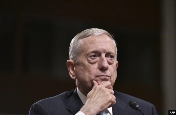 Отставной генерал Джеймс Маттис во время слушаний