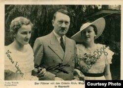 Carte poștală cu Verena Wagner și Adolf Hitler