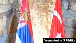 Zastave Srbije i Turske.