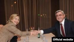 Հայաստանի նախագահը հանդիպեց Հիլարի Քլինթոնին՝ Մյունխենում: Փետրվարի 5, 2011: