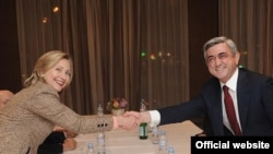 Germany - U.S. Secretary of State Hillary Clinton and Armenian Prseident Serzh Sarkisian meet in Munich, Germany, 5Feb2011.