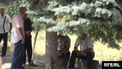 Գործազուրկ տղամարդիկ Չարենցավան քաղաքում, արխիվ