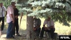 Գործազուրկ տղամարդիկ Չարենցավանում