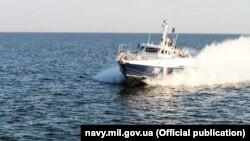 Российский катер погранслужбы ФСБ в Азовском море