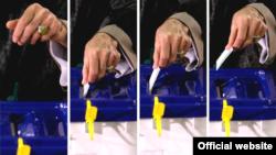 آیتالله خامنهای در حال انداختن رأی به صندوق در انتخابات ریاست جمهوری خرداد ۸۸