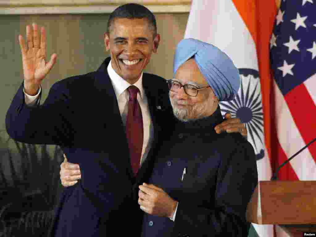 Никуда не отпущу! (Президент США с премьер-министром Индии, Хайдарабад, 08.11.2010).