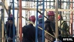 Рабочие на строительной площадке. Иллюстративное фото.