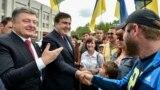 Петр Порошенко представляет Михаила Саакашвили жителям Одессы 30 мая, 2015 года