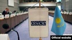 Флаги Казахстана и ОБСЕ. Вена, 12 января 2010 года. Фото с сайта http://osce2010.kz.