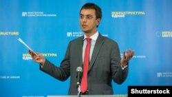 Омелян стверджує, що має пропозиції від політичних сил, але поки не веде переговорів