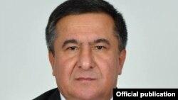 عسکر نور علیزاده مسئول اداره سرمایهگذاری وزارت انکشاف اقتصادی تاجکستان که حین اخذ رشوت دستگیر شد.