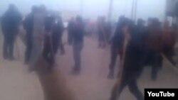 Скриншот появившегося в Сети видео, на котором, как утверждают разместившие ролик пользователи, представлены события в Сарыагашском районе.