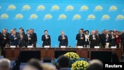 """""""Нұр Отан"""" партиясының съезі. Ортада - президент Нұрсұлтан Назарбаев. Астана, 11 наурыз 2015 жыл."""