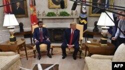 شیخ تمیم بن حمد آل ثانی (چپ)، امیر قطر، روز سهشنبه در کاخ سفید با رئیسجمهوری آمریکا دیدار کرد.