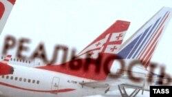 """""""აირზენას"""" თვითმფრინავი მოსკოვის დომოდედოვოს აეროპორტში"""