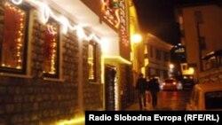 Архивска фотографија - Стариот дел од Охрид , украсен за Нова година.