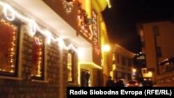 Стариот дел од Охрид, украсен за Нова година