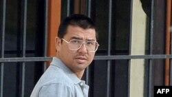 Албаниядан баспана алған ұйғыр босқыны Әбу Бәкір Қасым. Тирана, 17 мамыр 2006 жыл.